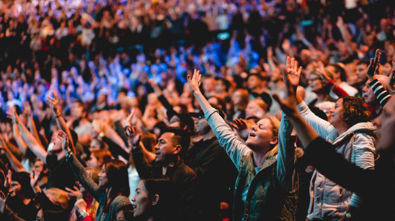 Crowd at Presence Conference 2017 worshipping with their eyes closed and hands lifted